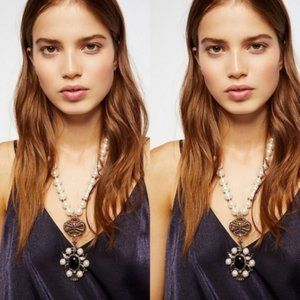 $48 Free People Mega Pearl Pendant Necklace